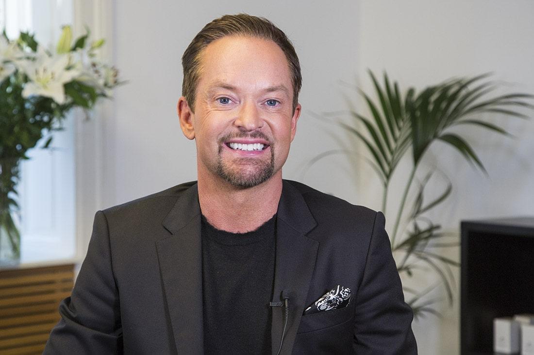 Andreas Carlsson tog hårtransplantation på Poseidonkliniken i Stockholm